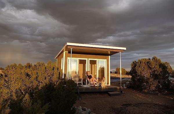 Refugio prefabricado ZipCabin, con paneles SIP y cuarto de baño