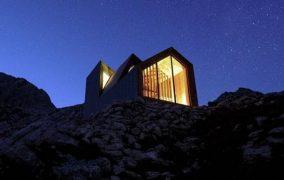 Peak House: refugio de paneles prefabricados öko