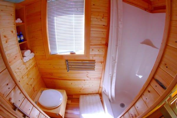 Cuarto Baño casa diminuta Orange