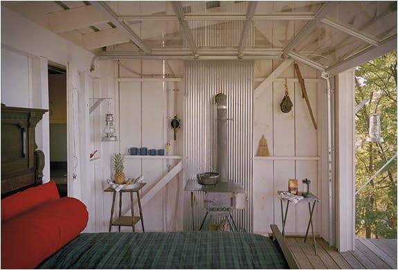 interior refugio prefabricado The Shack
