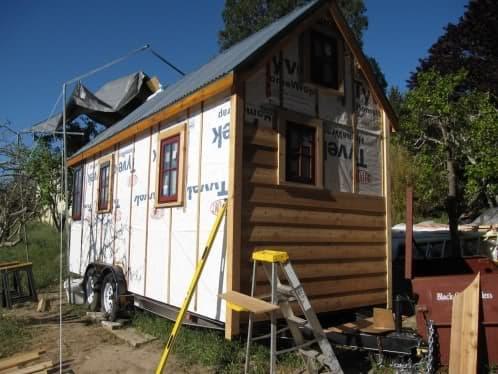 construcción cerramiento madera en una tiny house