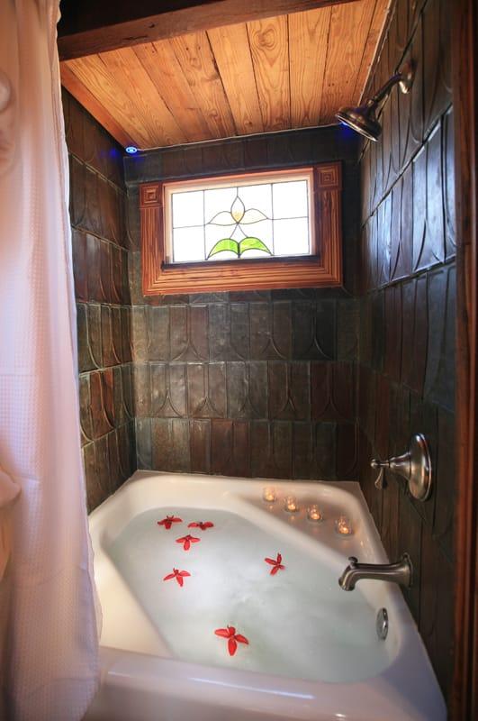 cuarto baño pequeña casa victoriana