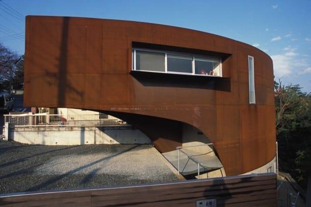 Ship house casa con voladizo y fachada de acero corten for Fachada acero corten