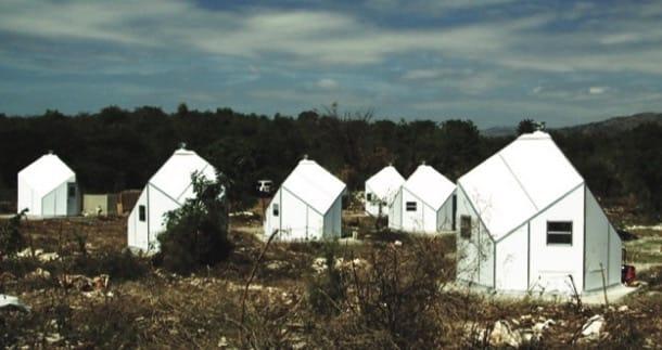 Refugio para emergencias con paneles de plástico