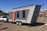 casa sobre remolque hecha por estudiantes