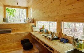 Pequeña casa de madera para conectar con lo básico