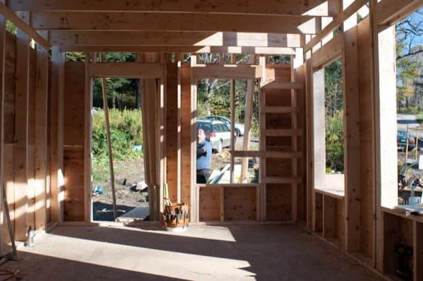 escalera acceso altillo casa madera Peter King