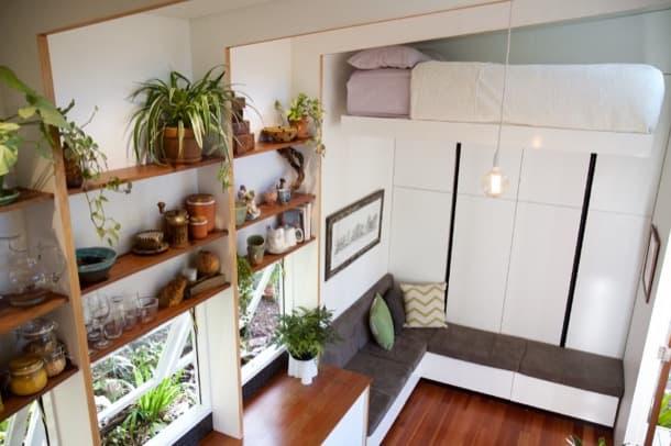 Casa diminuta con cama elevable