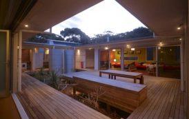 Casa de playa con un patio central