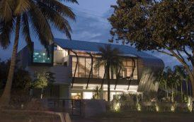 Casa con cubierta de zinc-titanio
